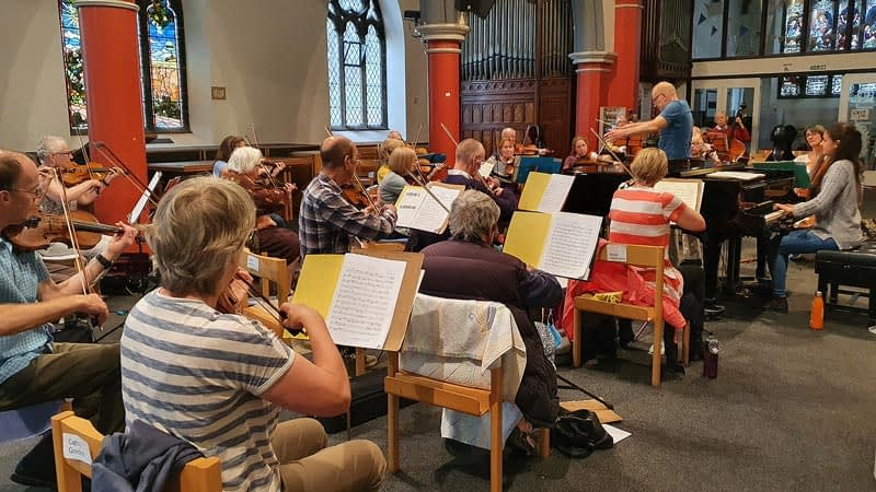 Ensemble, conductor and solist rehearse in Emmanuel