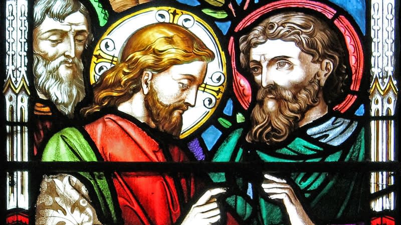 St James stained glass depicting Jesus with his disciples