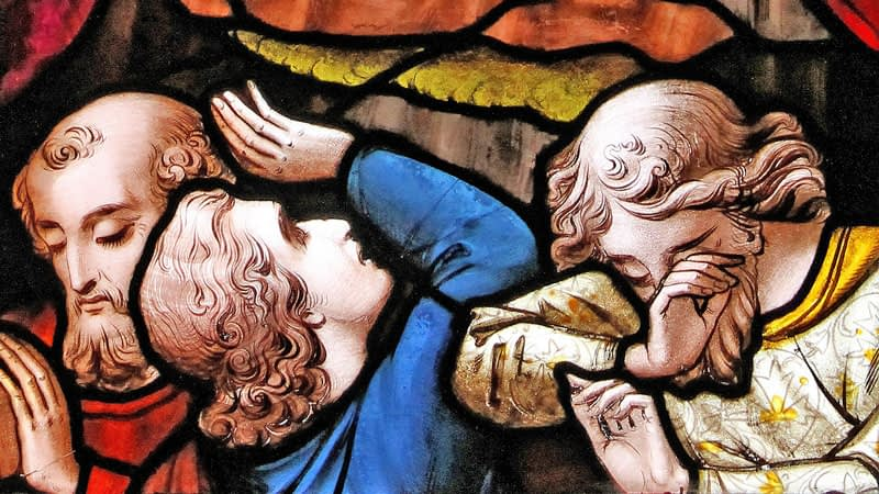 Emmanuel stained glass depicting an disciples witnessing the resurrected Christ