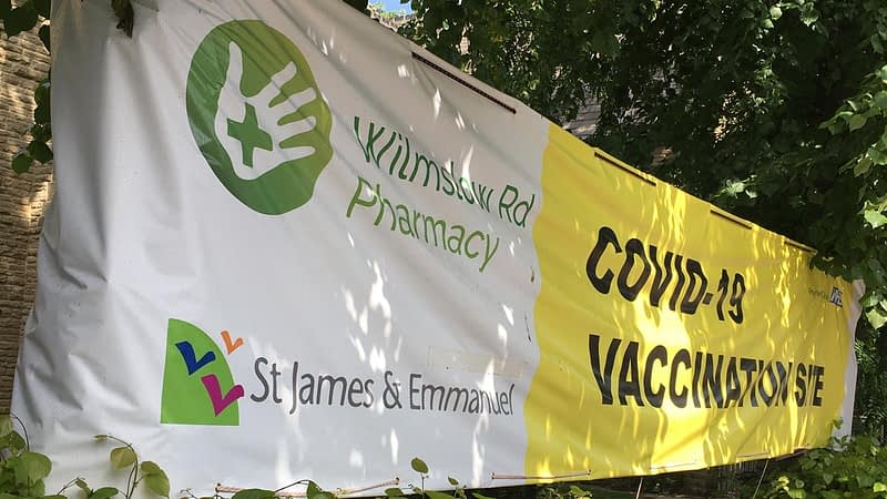 Banner advertising the vaccination sessions in Emmnauel
